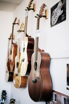 Classic Guitars-0009